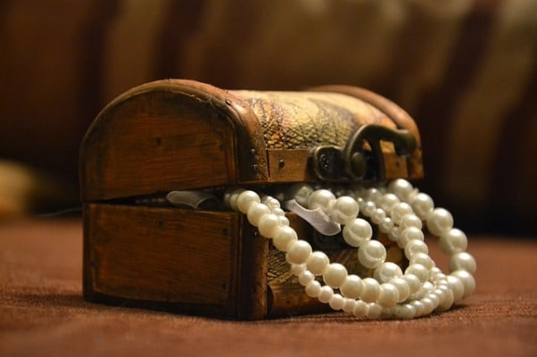 Pearl Jewelry Types & How To Spot Fake