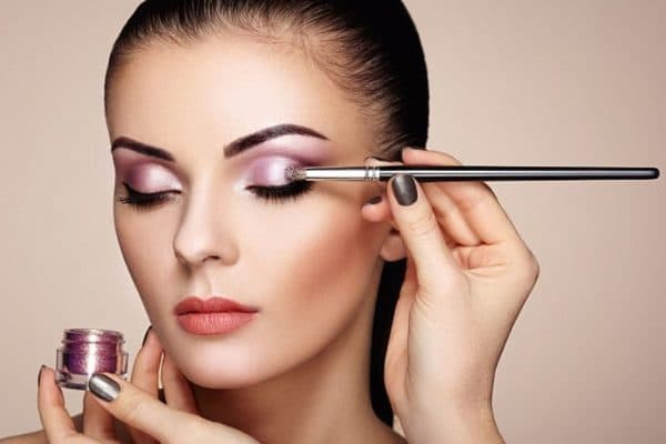 How To Apply Eye Shadow According To Experts