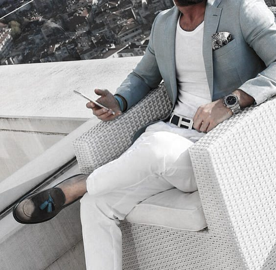 What To Wear With White Jeans For Men 12