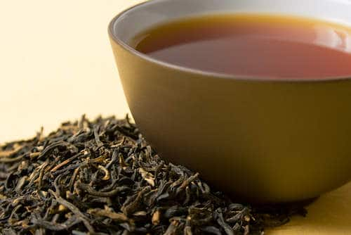 Top 10 Home Remedies for Premature Graying of Hair - Black Tea
