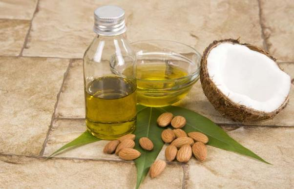2.-Sandalwood-Coconut-And-Almond-Oil-Face-Pack