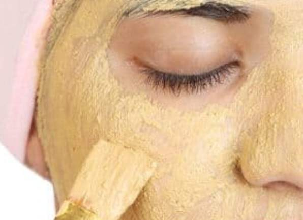 Clay mask to detox your skin and maintain its natural glow.