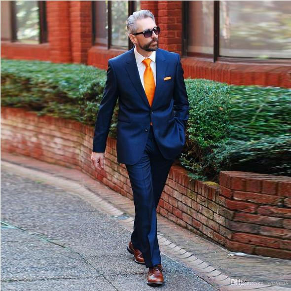 What Colour Tie With a Navy Suit