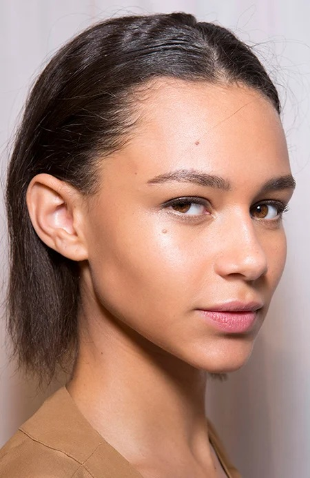 Apply Foundation Natural Makeup Looks