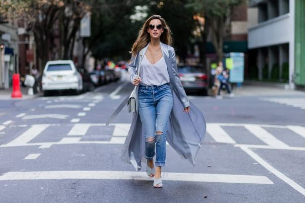 How To Wear Mom Jeans With Style