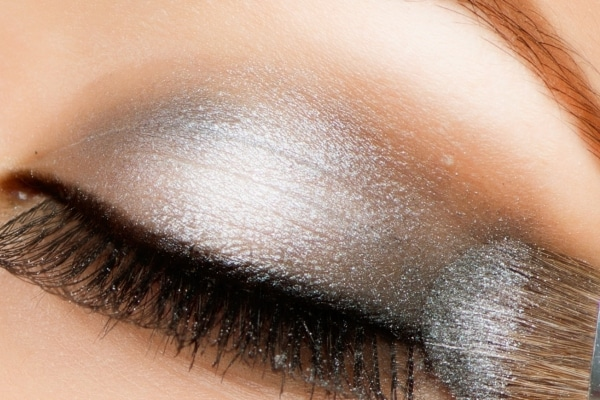 How To Make Your Eyeshadow Look Brighter