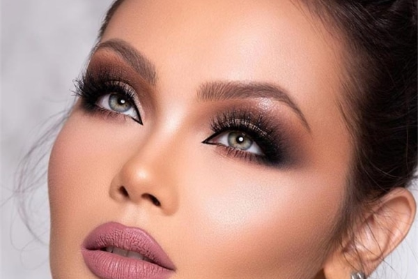 How To Perfect The Smokey Eye Makeup For All Eye Colors