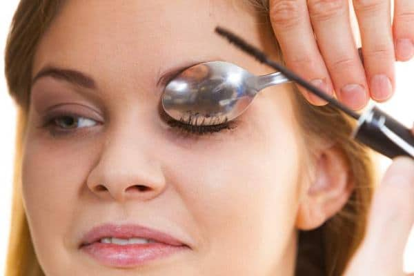 How To Curl Eyelashes With Spoon