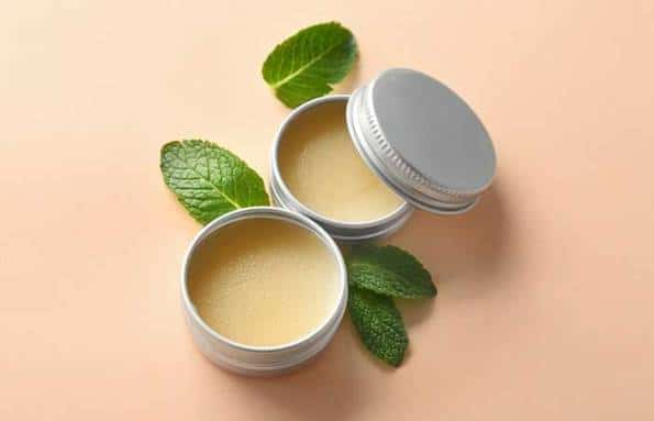 DIY Peppermint Oil Lip Balm