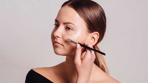 How to Apply Concealer and Foundation
