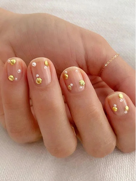 Natural Nails with Tiny Gold Detail