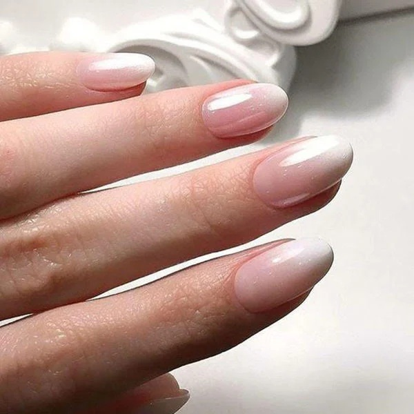 Natural Ombre Round Nails