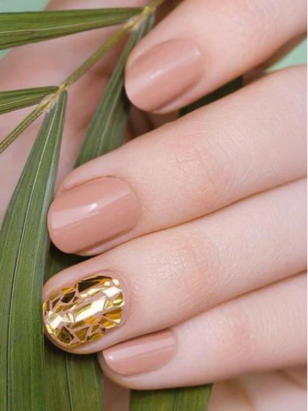 Gold Feature Nail