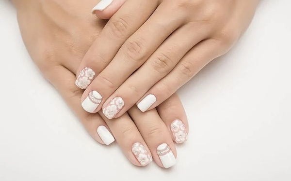 Cute Nails for a Wedding