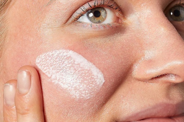 Best Face Sunscreens To Wear With Makeup 2021