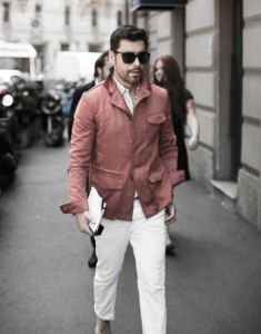 What To Wear With White Jeans For Men 4